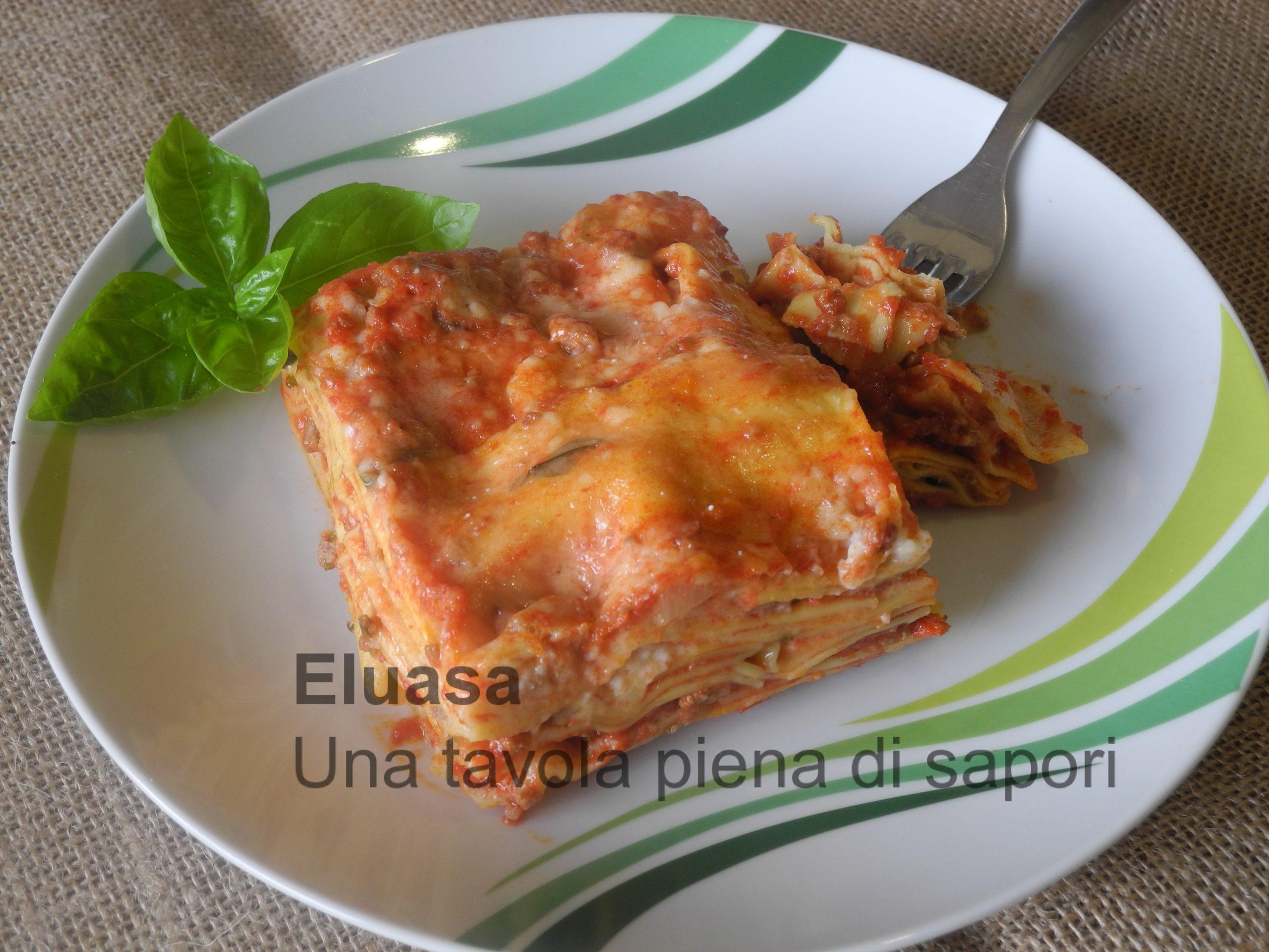Ricetta Lasagne Toscane.Lasagna Toscana Con Carne E Besciamella Eluasa Una Tavola Piena Di Sapori