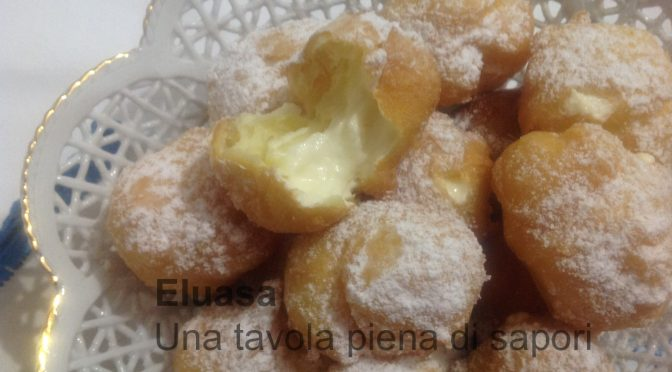 Bignole fritte e al forno ripiene di crema al limone o cioccolata e panna