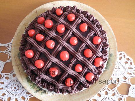 torta decorata con ciliegie