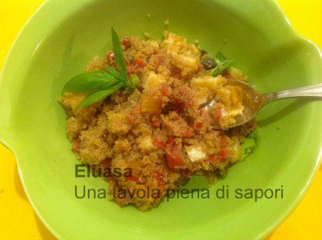 piatto d'insalata di amaranto